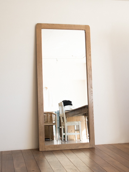 Stand Mirror (France)