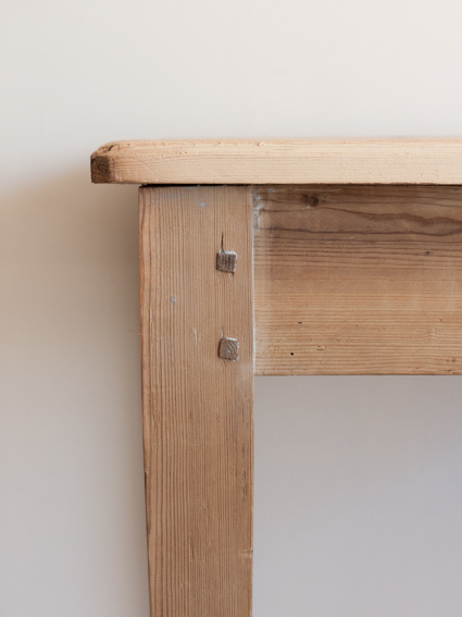 Pine Table(France)