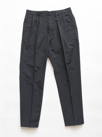 crispy nylon cloth 2tuck slacks(black)
