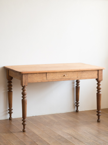 Pine Table (France)
