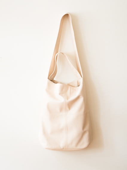 TIDI DAY SHOULDER BAG L (Nude)